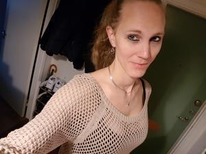 Amanda Karlkvist bor på Bjurhovda och arbetar som skiftsamordnare på ABB Robotics. Foto: Privat