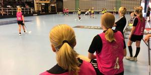 Jalas-arena fylldes av tjejer som ville vara med på den öppna träningen under nationaldagen.