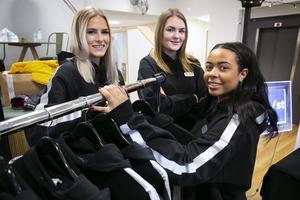 Lovisa Eklund, Saga Hallqvist och Julia Daniels har tagit fram en huvtröja med reflexer.