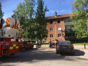 Räddningstjänsten var på plats med två enheter för att bekämpa branden.