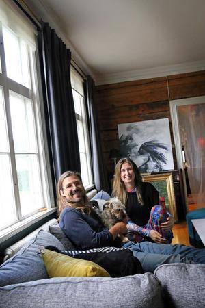 För snart två år sedan flyttade Sanne Stenbeck och Sebastian Winskog till Segersta.