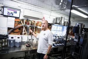 Nu tas årets skörd av spannmål in till Jonas Larsson och Anna Larsson vid Tevsjö kvarn och Tevsjö destilleri. Grödorna torkas ner och kommer användas både till sprit, djurfoder och mjöl.