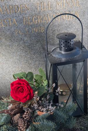 Nynäshamns församling har rest en rest en sten på Frans Joel Lundins grav till minne av kyrkogårdens första begravning. Församlingen har haft ett ljus tänt vid graven sedan Frans Joel Lundins dödsdag 17 mars 1918 och på lördag sätts extra blommor på graven.