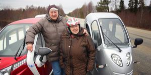 Ett alldeles utmärkt fordon att åka med. Dessutom kan vi hälsa på gubbarna när vi själva vill, säger Kerstin och Siv Gradin.