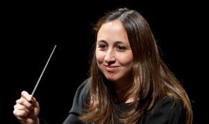 Dirigenten Joana Carneiro har tagit med hela den stora familjen till Gävle. Bild: Dave Weiland