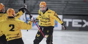 Isak Karlsson gjorde fyra mål i finalen mot Villa – tre dunderskott och ett solonummer.