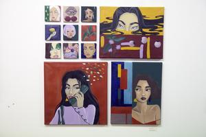 Porträtt på små ikonlika kvadrater.  Är Cecilia Andersson månne inspirerad av målarmästaren Pär Kock?
