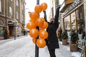 HP Hälsokost drar sitt strå till stacken och sätter upp ballonger utanför butiken.