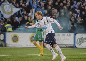 Simon Lundevall jublar efter 1–0 mot Ljungskile på Strömvallen.