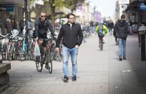Ove Molin  vandrar Gävles gator och torg igen.