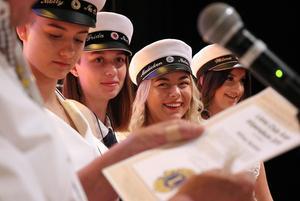 Molly Preston Eriksson, Frida Andersson, Madicken Bojvik och Wilma norberg fick stipendium av Ånge Lions för att ha förvandlat skolans