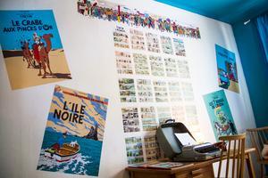 Tintin-rummet har Carin tapetserat med affischer och sidor från Tintin-album.
