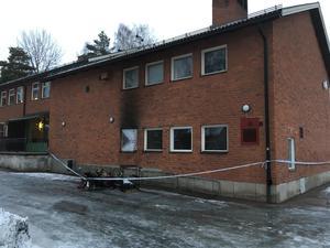Branden ska ha startat i ett intilliggande förråd till syslöjdssalen.