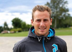 Per Jonsson tävlar i längdhopp på tisdag.