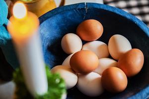 Ägg kan gärna spridas ut bå bordet under skördefesten.