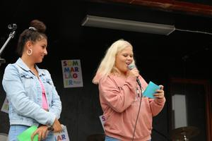 Lorin Kurt och Ebba Blank var talangjaktens konferencierer.