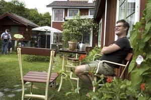 Hemligt. Hemma på Elsborg satt Pers Göran Olsson och tog emot förbipasserande som undrade hur det ser ut innanför det höga staketet.