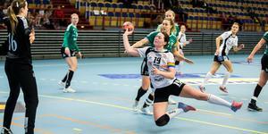 Viktoria Högström Unell gör ett av sina fem mål i matchen.