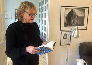 Eva Runefelt läser ut sin senaste diktsamling Minnesburen (2013).