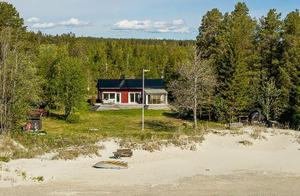 Här är en lista över nya fastighetsaffärer i Ångermanland. Ett av det dyraste är det här huset i Ultrå utanför Örnsköldsvik som såldes för 3 miljoner kronor. Foto: Svensk Fastighetsförmedling