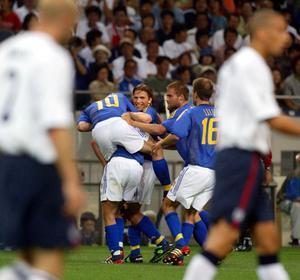 Svenskarna jublar efter att Niclas Alexandersson kvitterat till 1–1 mellan Sverige och England i VM 2002.Bild: Bildbyrån.