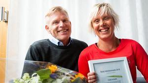 Mikael Åsberg och Christina Ravald från Friskis & Svettis mottog ett pris på 10 000 kronor för föreningens folkhälsoinsats.