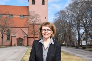 Efter fyra decennier med sina körer går nu kyrkomusikern Lotta Tonlycke vidare till andra arbetsuppgifter. Men först en avskedskonsert i Sandvikens kyrka. Bild: Sandvikens pastorat