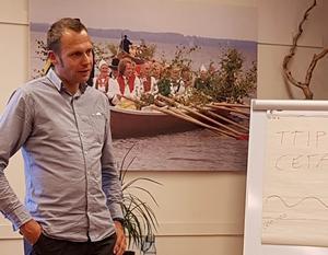 Jens Holm samtalade om sin bok och miljöfrågor på ABF i Rättvik.Foto: Conny Hansson.