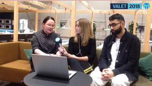 Jenny Wennberg och Bawar Ismail, ledarskribenter på Arbetarbladet och Gefle Dagblad i samtal med reporter Joanna Wågström.