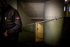 I mer än ett dygn spärrades bland annat ett stort källarutrymme av i det flerfamiljshus där polisen misstänker att Velmira bragts om livet.
