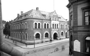 Ett hus med tyngd och starkt markerade fönster. Foto: Atelje Carl Larsson/Länsmuseet Gävleborg