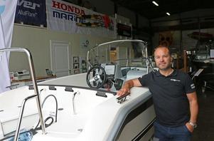 Peter Hedberg äger och driver tillsammans med frun Linda båtbutiken Gestrike Marine Center i Sandviken.