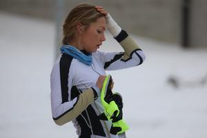 Hedda Bångman åker tillfälligt med en skena på armen efter att hon bröt armen i november.