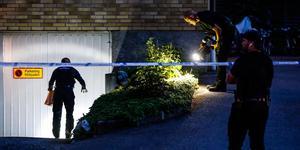 Polisen letar bevis efter skottlossningen på Drottninggatan den 23 juni.