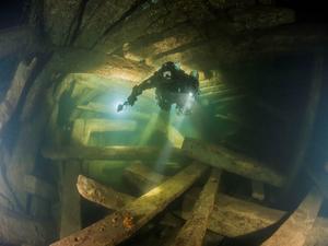 Dykare på skeppet Mars.                                                                                                                            Foto: Kyril Egerov