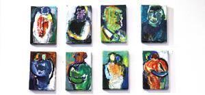En serie små målningar ingår i utställningen.