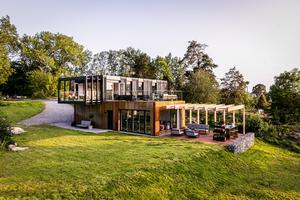Med hjälp av fyra containrar har Mathias Behr och Erik Wedlund lyckats skapa denna arkitektur.Foto: Henrik Nero