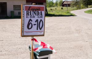 Loppisrundan kommer ha skyltar vid de som säljer. De är utrustade med nummer och rödvita band, så besökarna vet vilka som är med i loppisrundan.