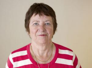 """Anne-Marie Malmkvist, 76 år, pensionär, Sandviken.– """"I min ungdom speglade jag mig ofta"""". Den är självutlämnande och intressant."""