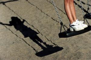 Säkerhetskraven på lekplatser kan bli så höga att barn inte får hantera risker, skriver Ewa Leena Johansson, ordförande i kommunstyrelsen i Ljusnarsbergs kommun (S).