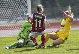 Evelina Larsson (11) gjorde en mycket övertygande debut i Sandvikens IF, och var nära mål flera gånger.