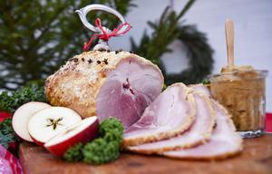Hur rädda ska vi vara för fettet på julskinkan? Bild: TT