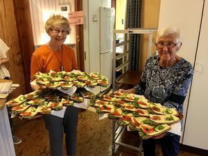Två trevliga damer som kom med goda smörgåsar. Läsarbild: Maj Anita Persson.
