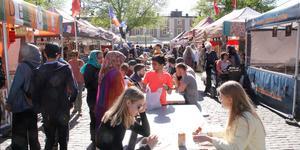 Just nu pågår den internationella matmarknaden på Stora Torget.