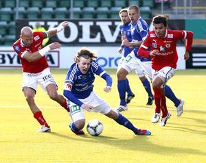 2012. Emil Forsberg och GIF Sundsvall föll i dubbel bemärkelse när Henrik Rydström och Kalmar kom på besök. Bild: Anki Haglund