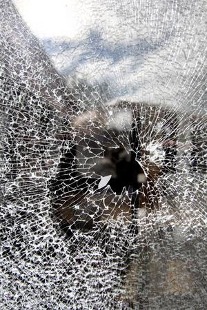 Glaskross och annan skadegörelse i Östersund. Foto: Henrik Flygare