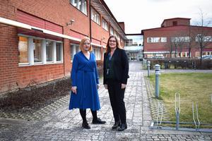 I mitten av nästa vecka ska förslaget på omorganisering förhandlas med facket. Från vänster Norrtäljes biträdande kommundirektör Hanna Hellquist och tillförordnade kommundirektören Charlotta Tillbom.