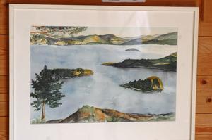 Från en bergknalle är motivet givet för akvarellisten Carin Hedlund, Ateljé Orsta i Nordingrå.