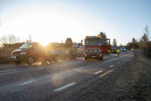 Transportbilen, som ska ha väjt för ett rådjur, hade mindre skador i fronten.