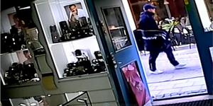 Tv-programmet Efterlyst tog upp rånet för två veckor sedan, vilket ledde till flera tips. Bild från polisens förundersökning.
